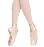 Etudes Pointe Shoe
